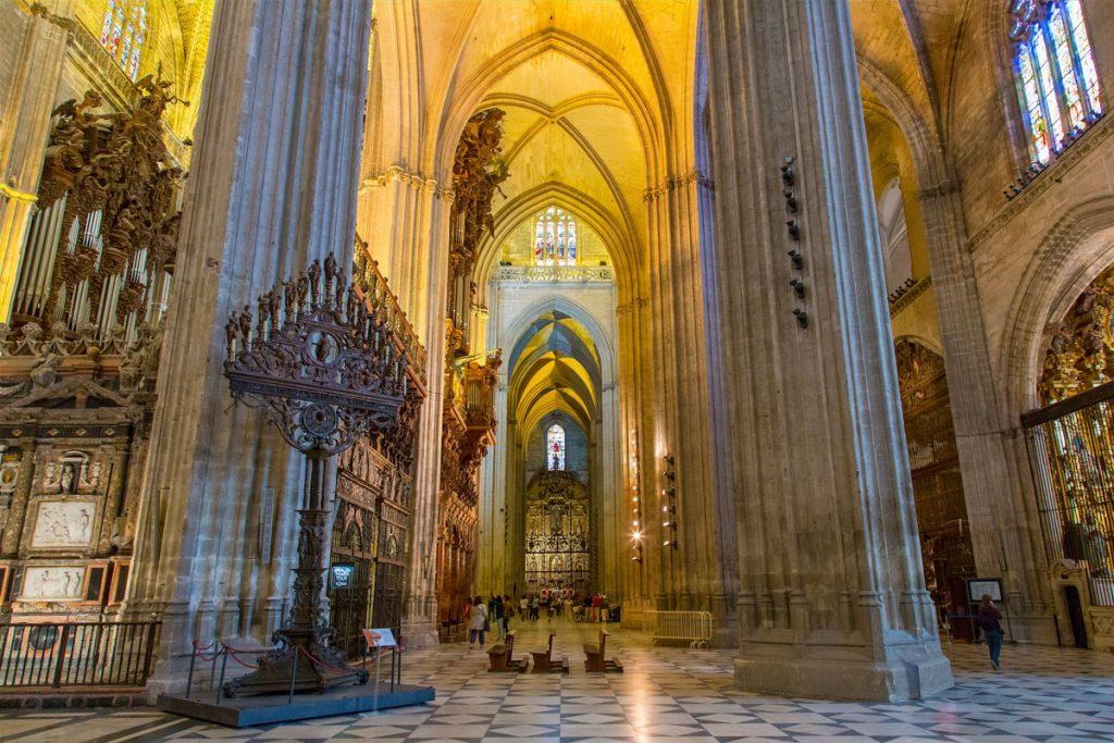 interieur-cathedrale-notre-dame-siege-seville